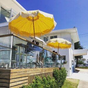 Front image of Zephyr Coffee Co cafe across from the beach